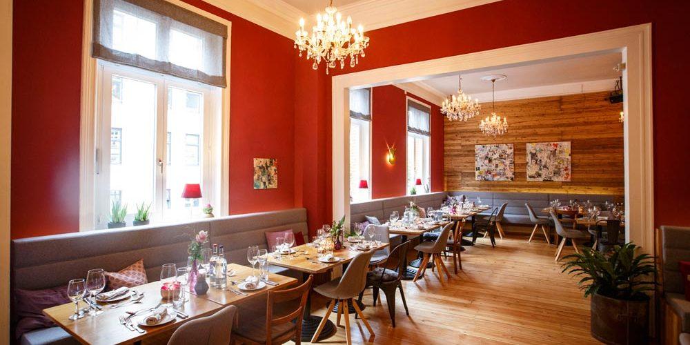 Gemütliches Ambiente im Schnitzel-Restaurant Gassenhaur